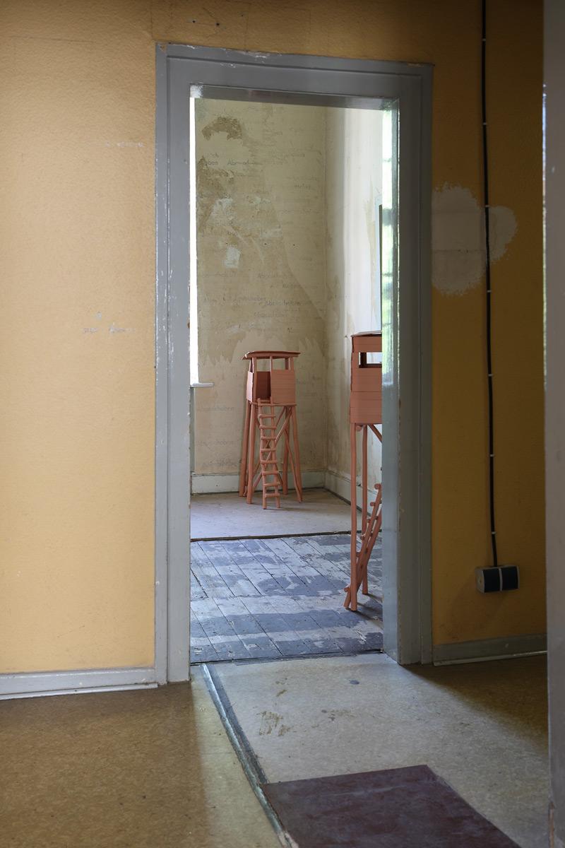 """Hugenottenhaus """"freie Zimmer"""" - o. T. (Hochstände)"""